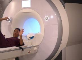 alan mri machine